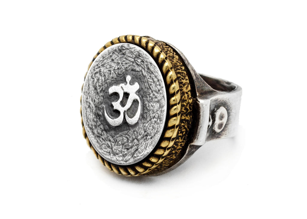 Coin ring with the Om coin medallion