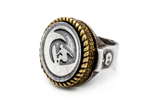 Coin ring with the surfer coin medallion