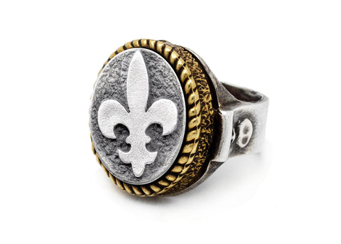 Coin ring with the White Lily coin medallion