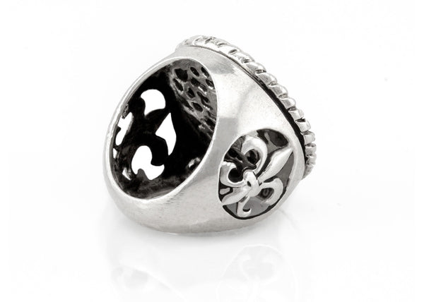 An amazing coin ring with the Amen coin medallion in English on fleur de lis ring