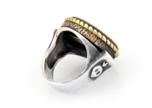 An amazing coin ring with the horseshoe coin medallion