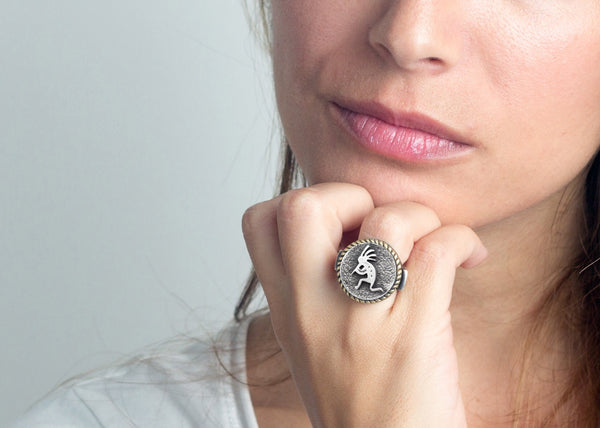 An amazing coin ring with the Kokopelli  coin medallion