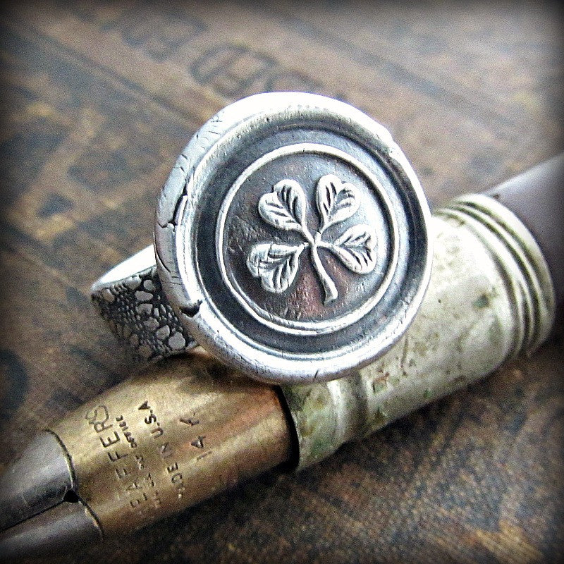 Four Leaf Clover Wax Seal Ring on a fine tipped pen