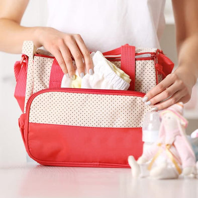 The Ultimate Diaper Bag Checklist for New Moms