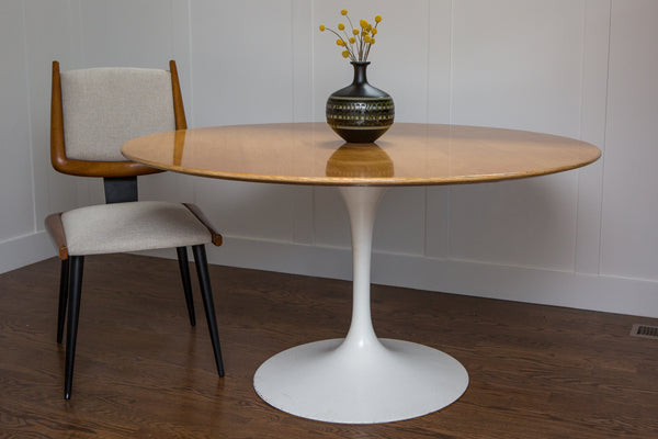Vintage Round Dining Table in the Style of Eero Saarinen
