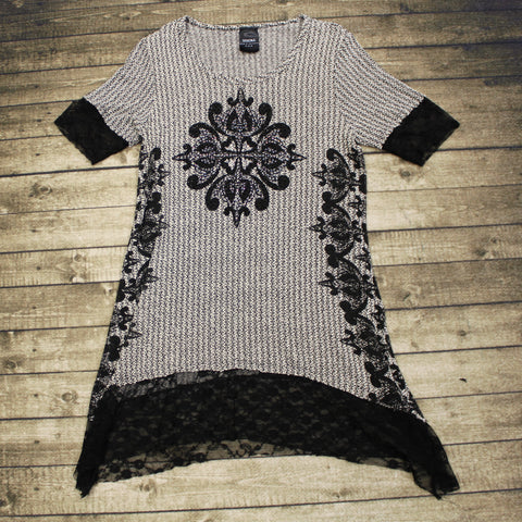 Blk/Wht Knit Tunic w/ Lace Sleeve