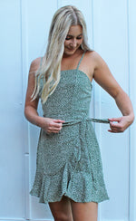 restock! catch feelings wrap dress [green] - Grace and Edge Boutique