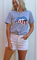 american lips graphic tee [gray] - Grace and Edge Boutique