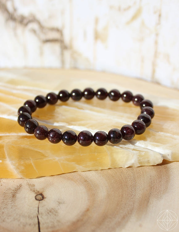 Crystal Bracelet: Garnet - Earth's Elements