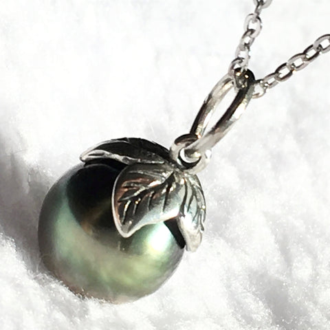 Leaf Tahitian Pearl Pendant Necklace for Woman