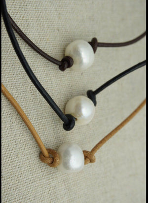 Single Pearl Leather Choker