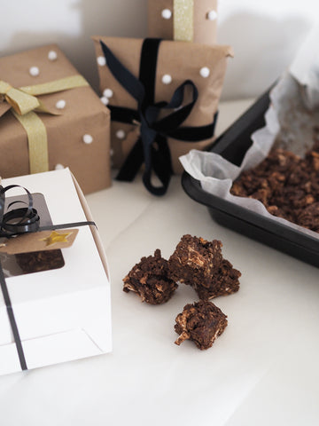 homemade christmas rocky road - perfect quick last minute christmas gift!