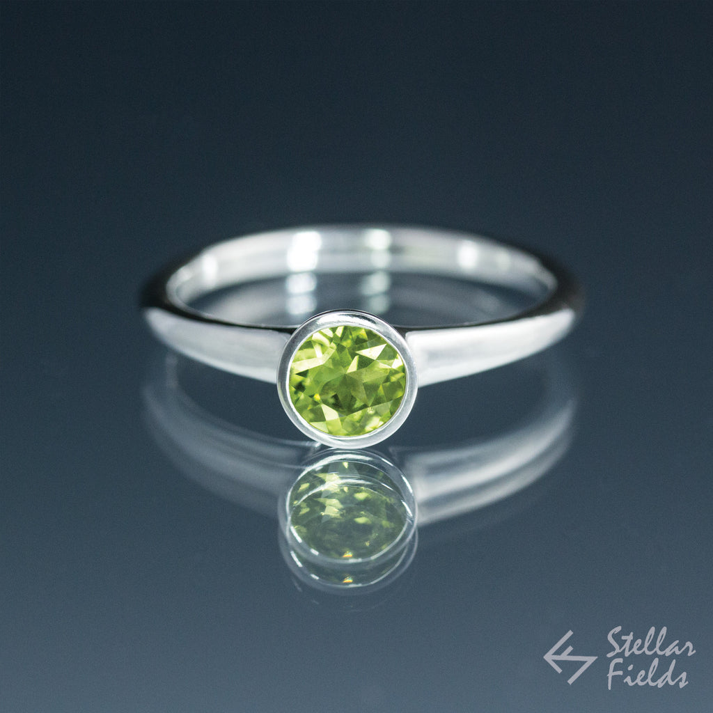 Peridot Full Bezel Minimal Stacking Ring - Stellar Fields