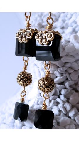 Queen's Power | Black Gold Earrings
