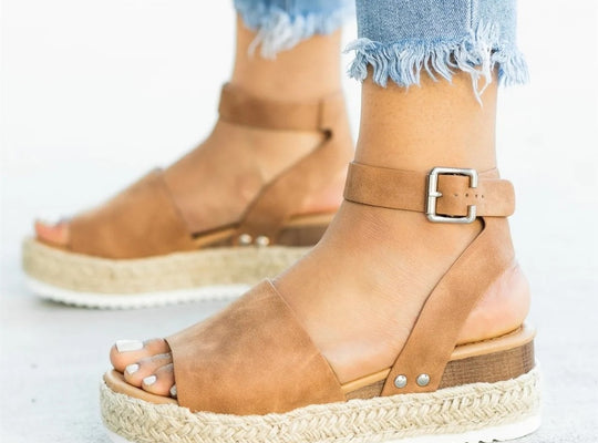 leather sandals with kneated base