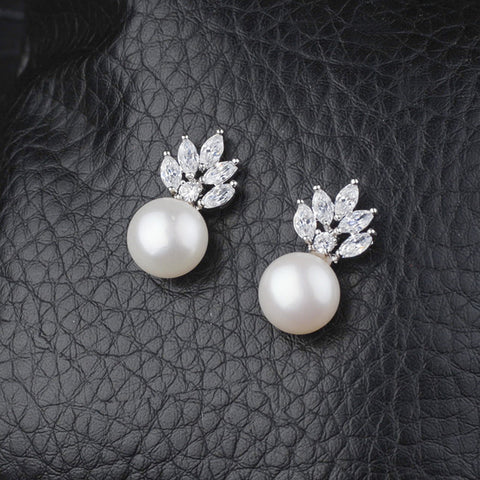 Lovely Design Natural Pearl Zircon Stud Earrings