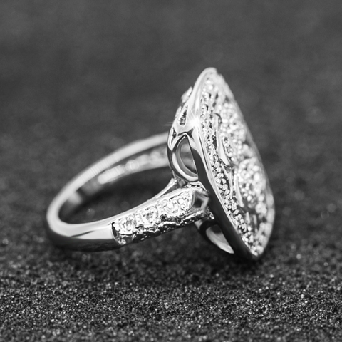 Luxurious Silver Engagement Ring
