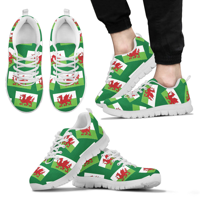 WELSH PRIDE! WALES' FLAGSHOE - Men's Sneaker (green bg)