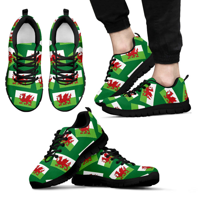 WELSH PRIDE! WALES' FLAGSHOE - Men's Sneaker (green bg - black lace)