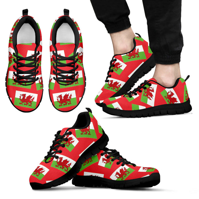 WELSH PRIDE! WALES' FLAGSHOE - Men's Sneaker (red bg - black lace)