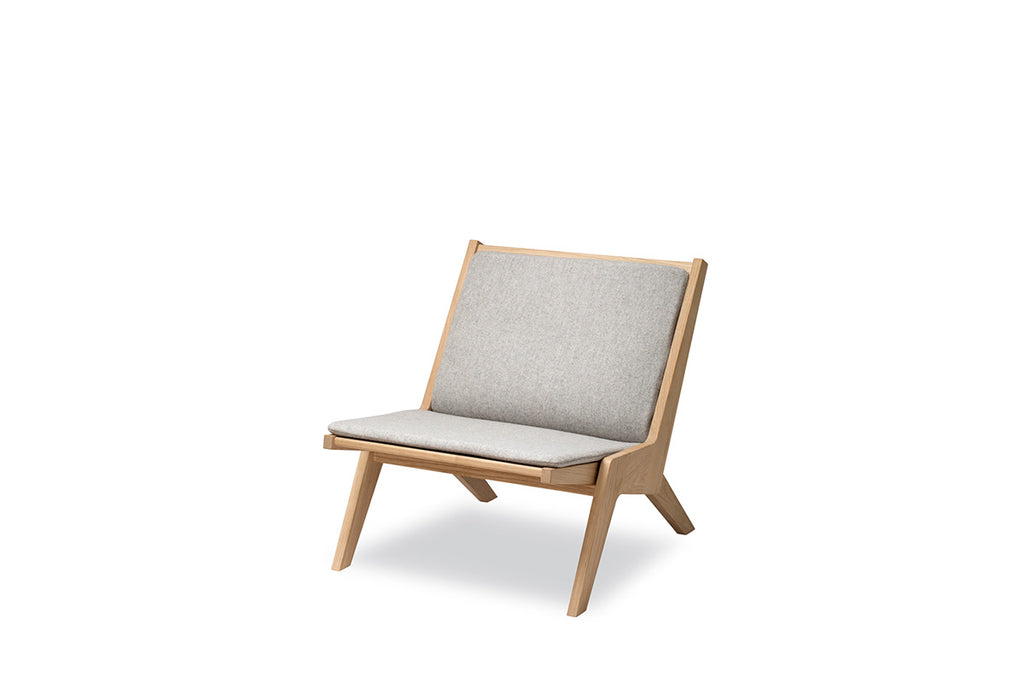 Skagerak Miskito Lounge Chair Oak | Chairs & Furniture | Bibliotek