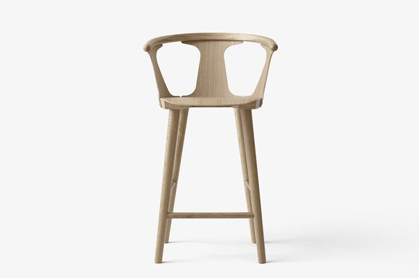 &Tradition In Between Bar Stool SK7 White Oiled Oak | Designer Furniture | Bibliotek