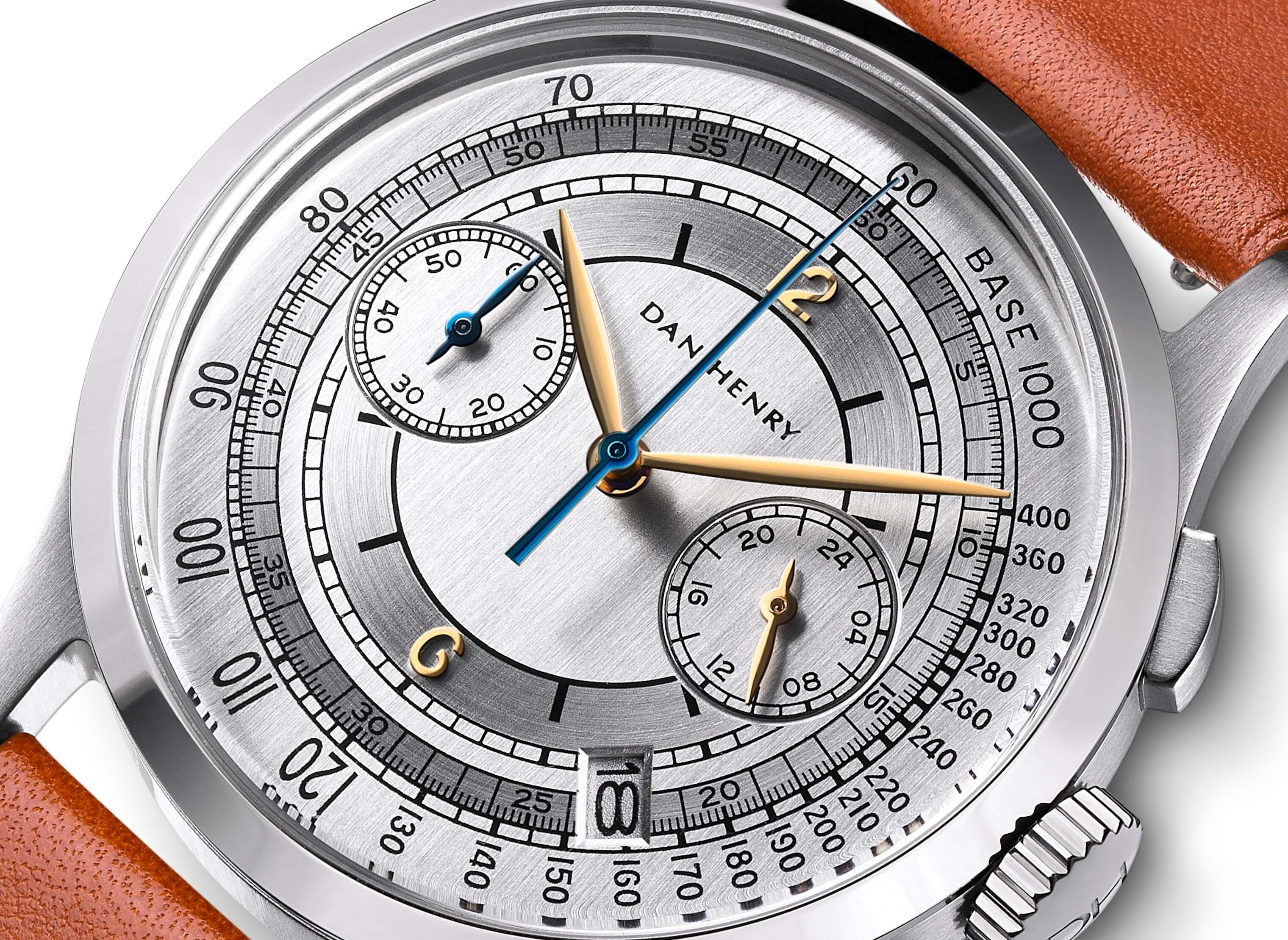 <h3>Dial</h3><p>Silver sector dial with Tachymeter, gold applied numbers, Leaf-shaped hands, and date window </p>