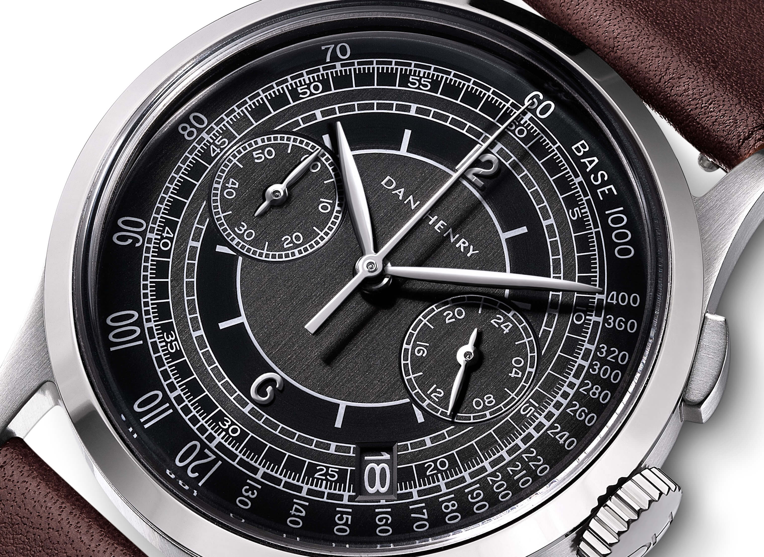 <h3>Dial</h3><p>Onyx sector dial with Tachymeter, silver applied numbers, Leaf-shaped hands, and date window </p>