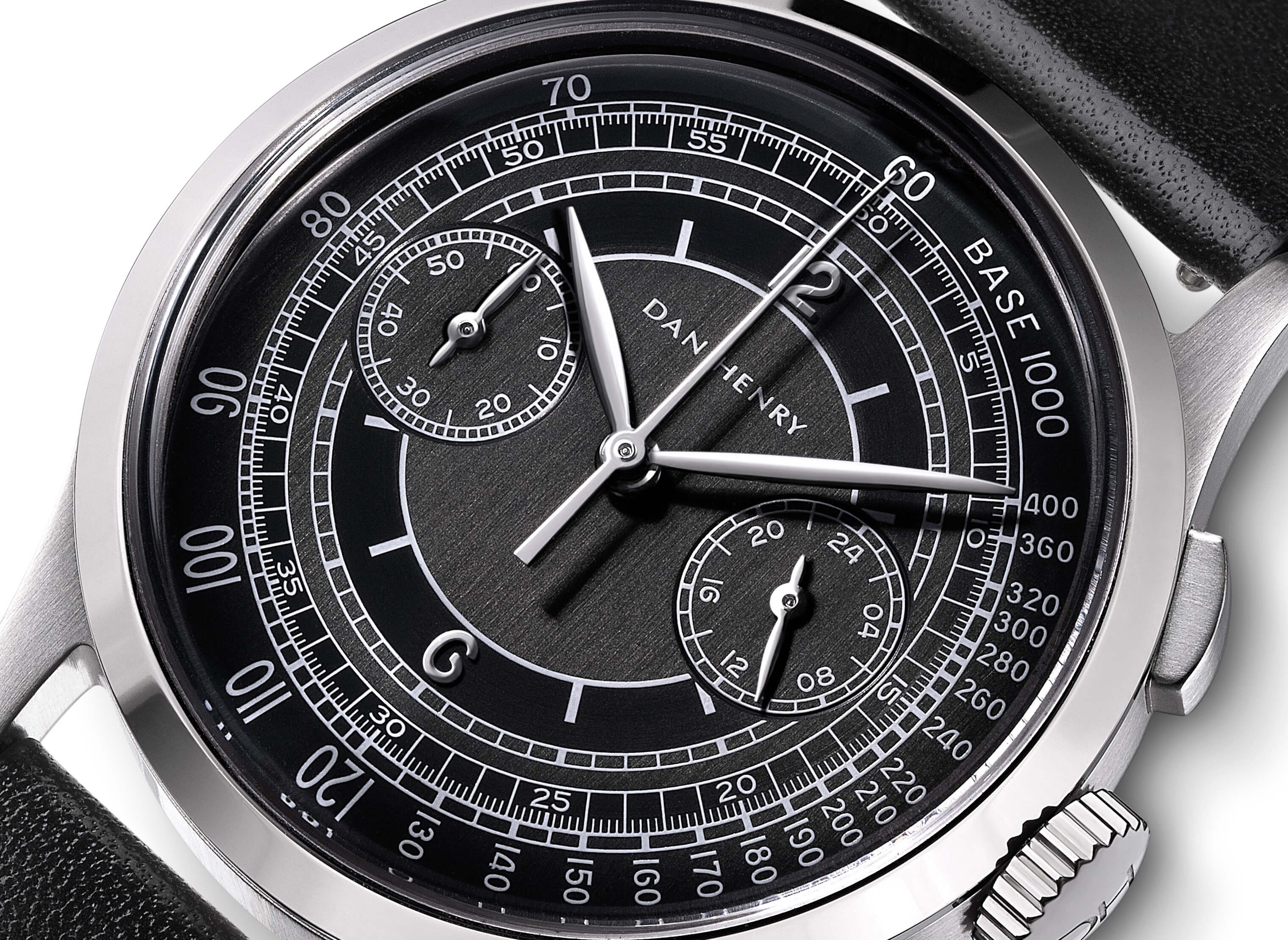 <h3>Dial</h3><p>Onyx sector dial with Tachymeter, silver applied numbers, and Leaf-shaped hands </p>