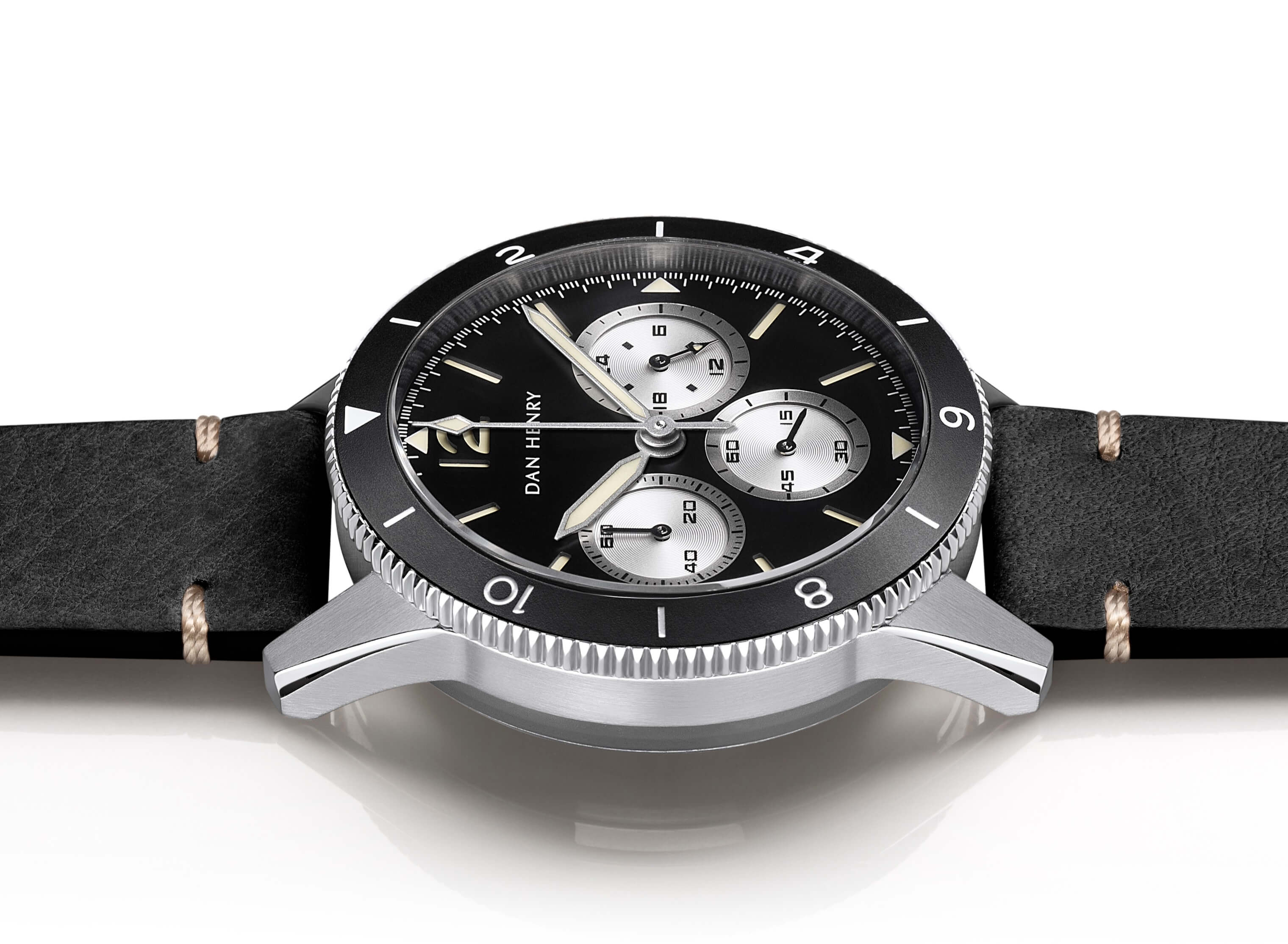 <h3>Bezel</h3>Stainless steel 12-hour rotating GMT bezel with 5-min click