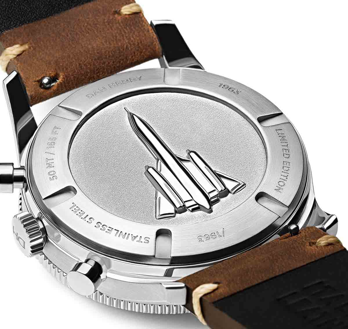 <h3>Caseback</h3>3D caseback embossed with the Lockheed SR-71 Blackbird spy plane