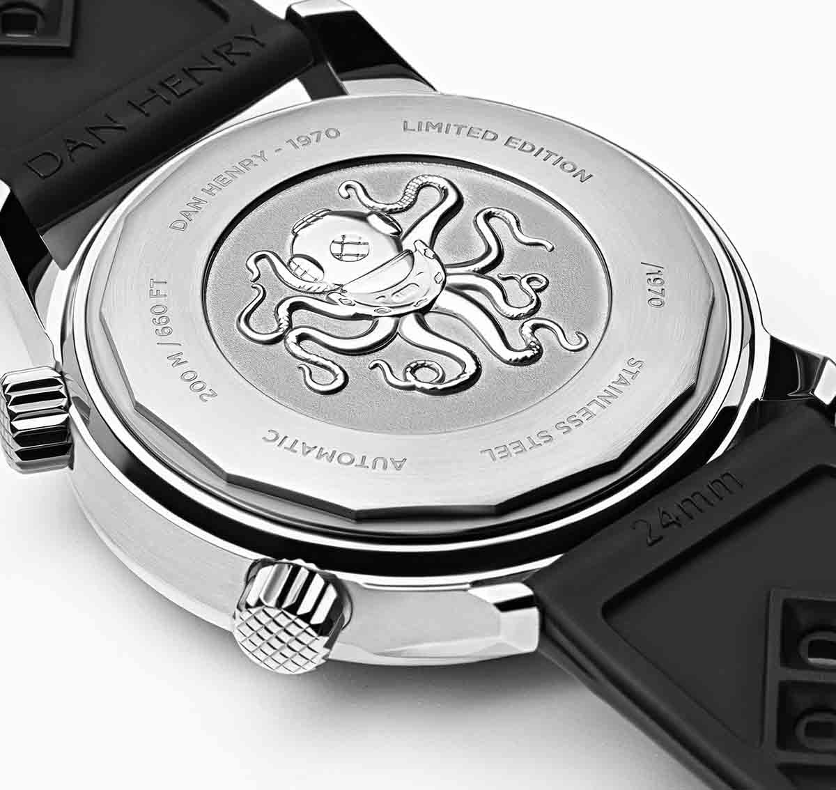 <h3>Caseback</h3>Screw-back case with Scaphtopus 3D medal