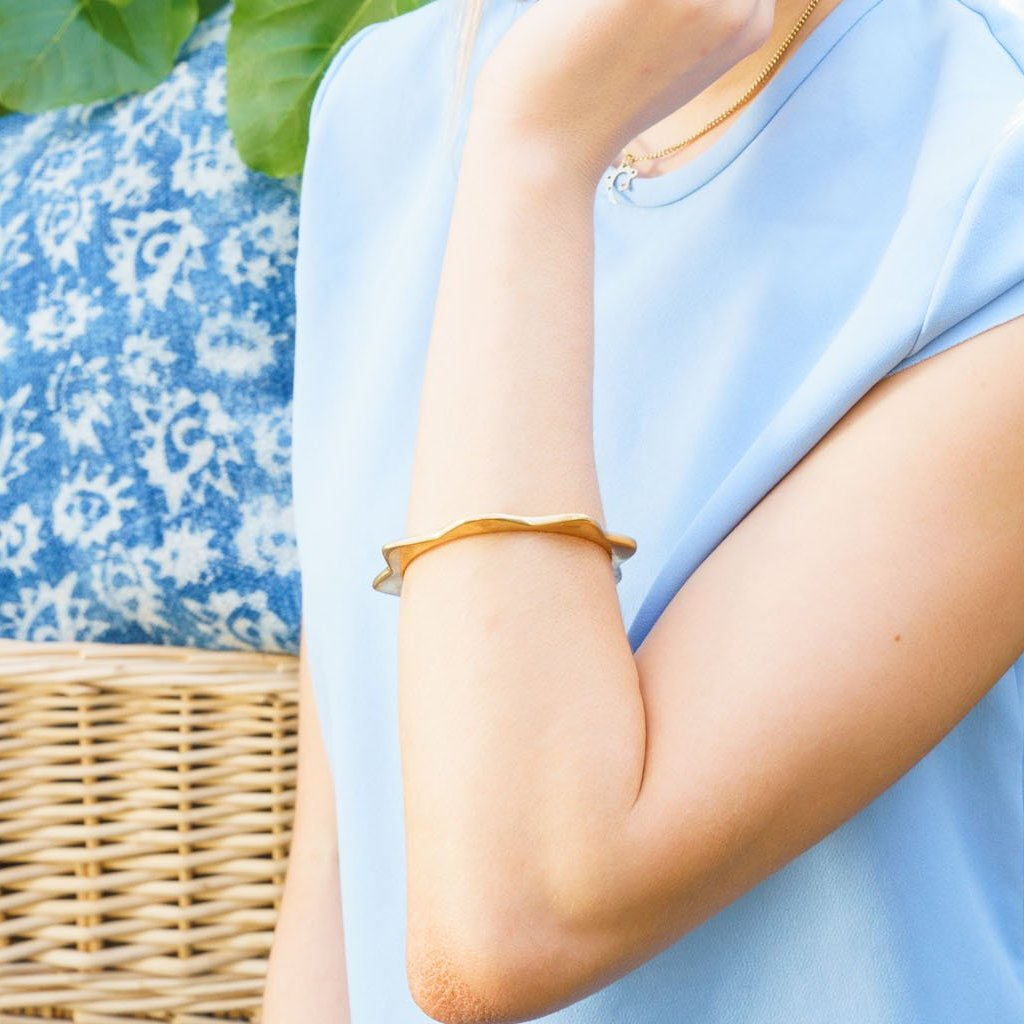 Artisans & Adventurers classic, gold-toned Solstice Bangle