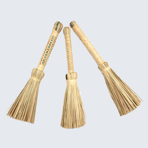 Ugandan Raffia Broom/Brush 'Natural'