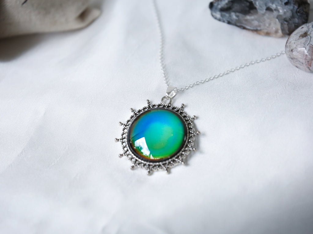 Vintage Dotted Circle Colour Changing Necklace with 925 Silver Chain - Mitpaw