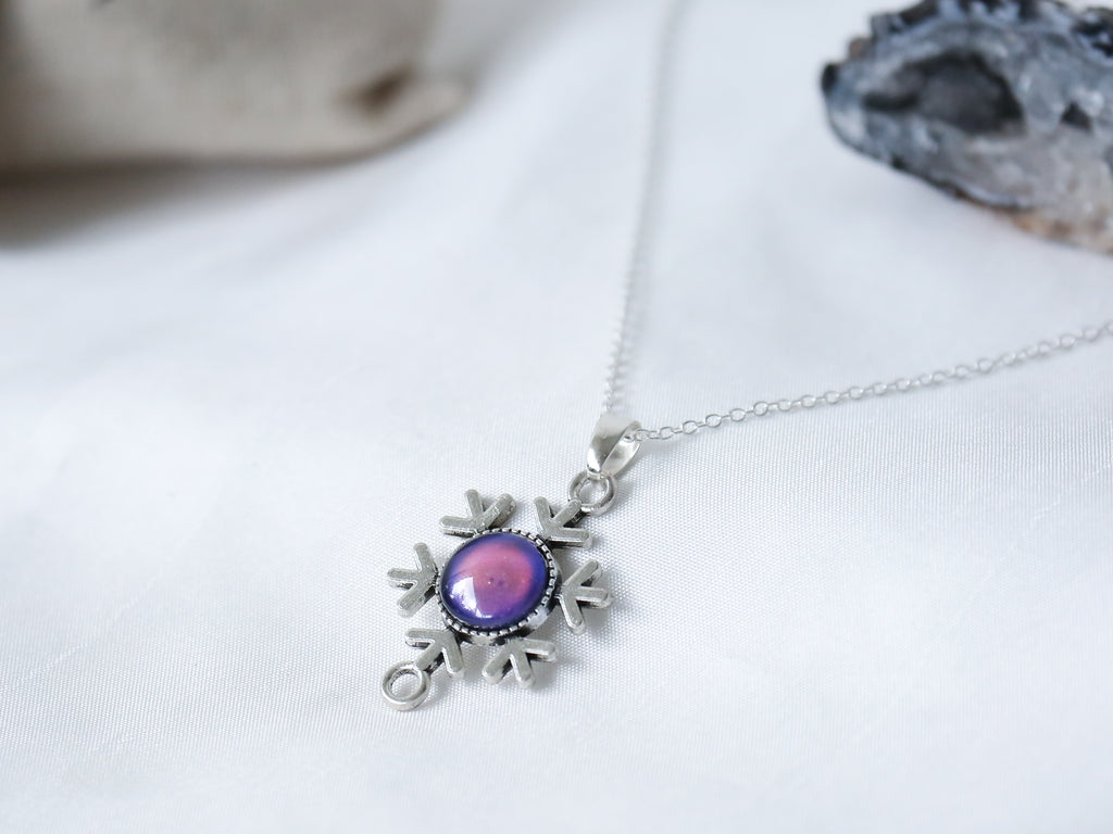 Vintage Snowflake Colour Changing Necklace with 925 Silver Chain