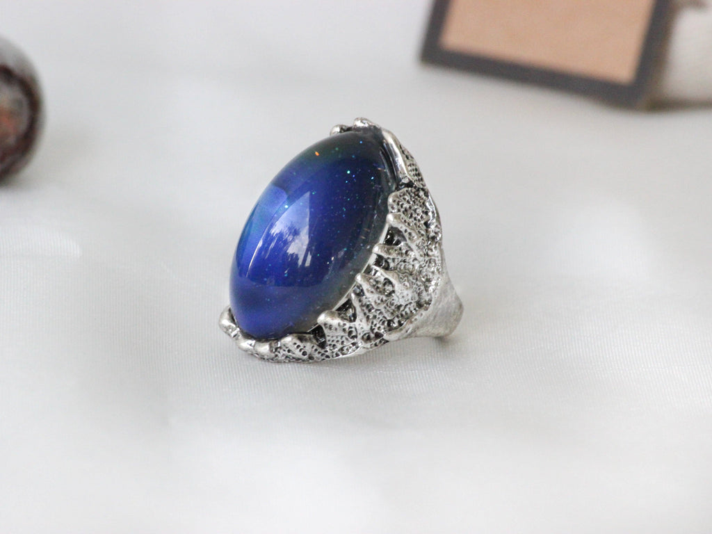 Antique Silver Plating Captured Oval Stone Mood Ring