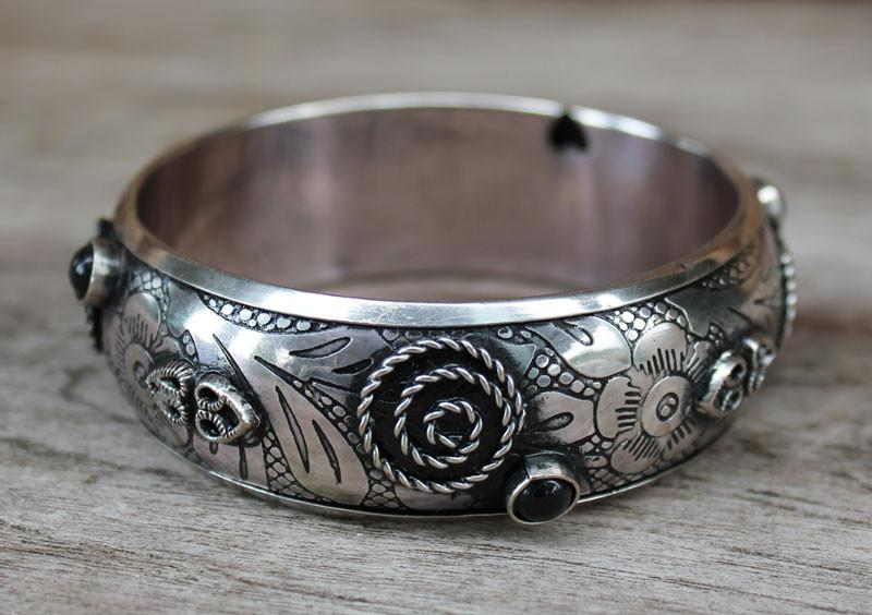 White Metal Floral Bangle - The Chic Nest