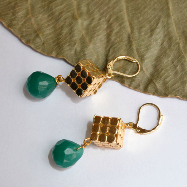Golden Cubes With Dangling Stone(ACE127)
