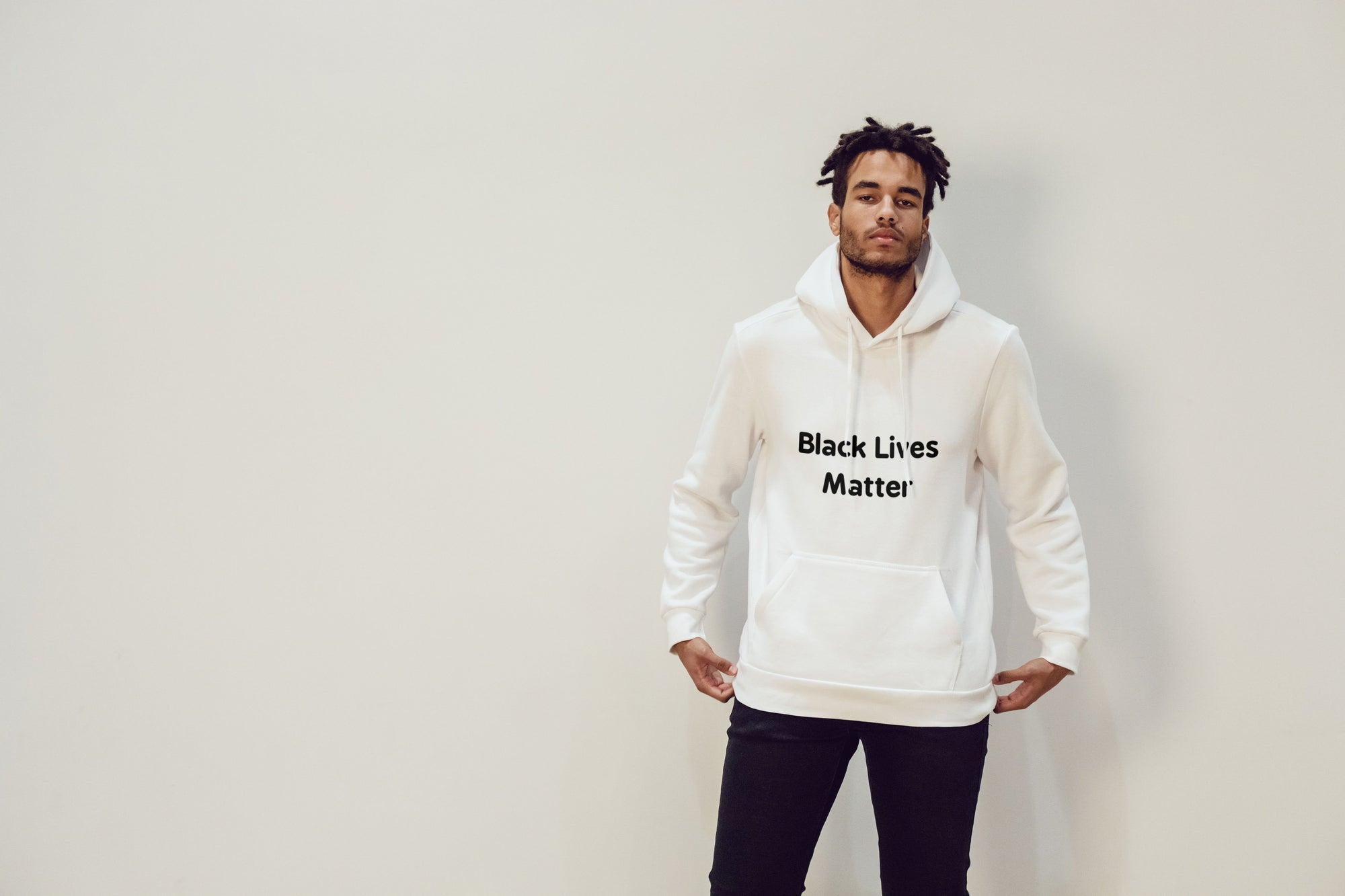 Men's BLM Hoodie - White T-Shirts TasteeTreasures