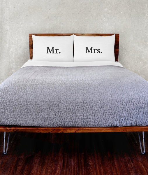 Mr. & Mrs. Pillowcase Set