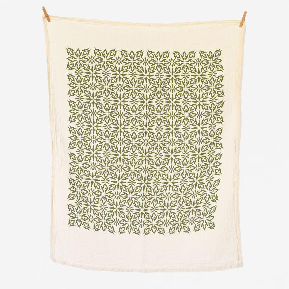 Woodblock Nettles Towel, Green - Reservoir