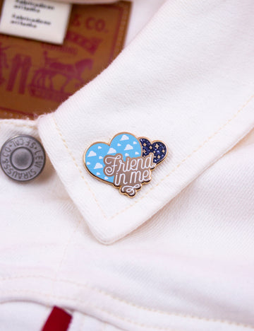 ★ Friend in me pin