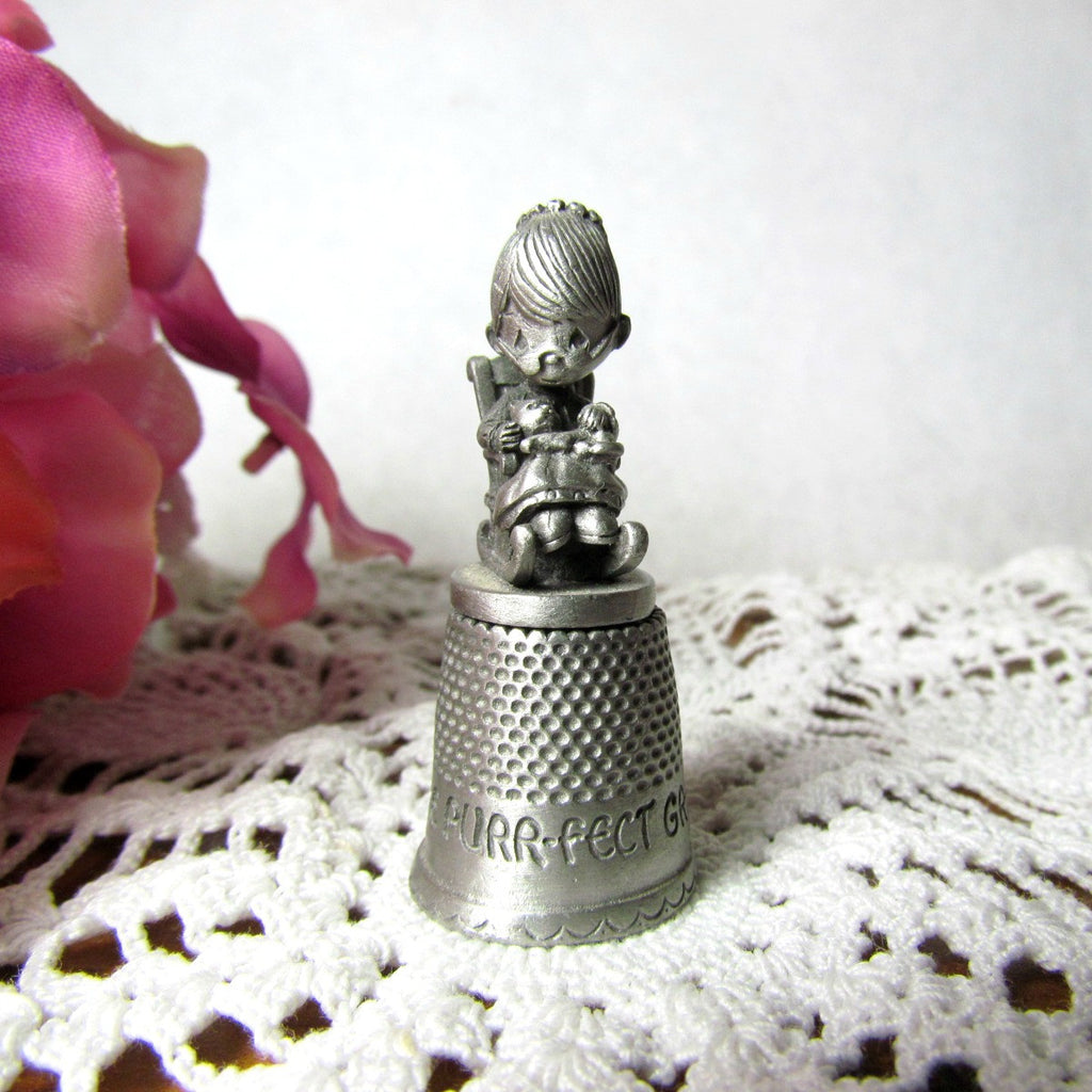 1982 Vintage Purr - fect Grandma Enesco Pewter Thimble - Attic and Barn Treasures