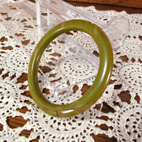 Vintage Avocado Green Carved Narrow Bakelite Bangle Bracelet - Attic and Barn Treasures
