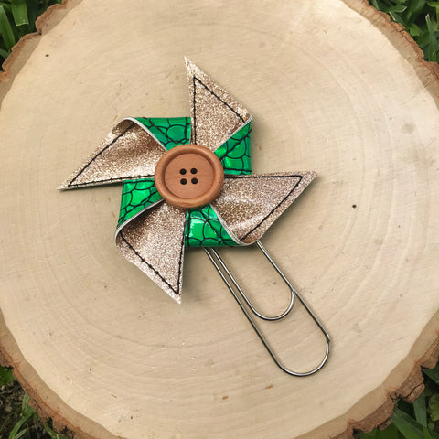 Champagne & Green Holo Scale Pinwheel - 1