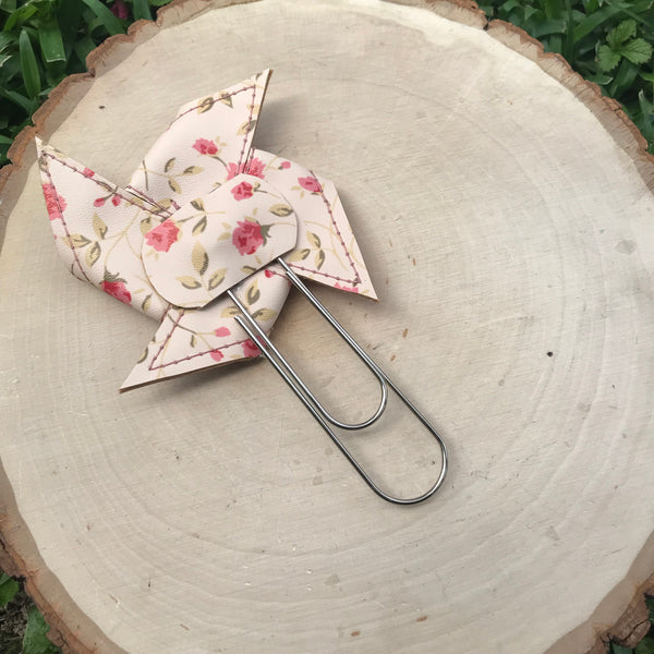 Floral Shabby Chic Pinwheel
