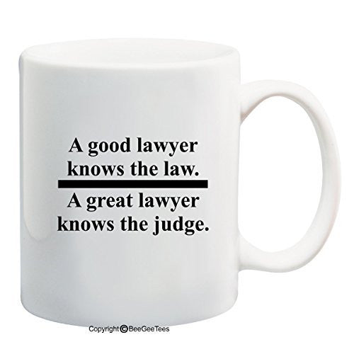 A GOOD LAWYER KNOWS THE LAW A GREAT LAWYER KNOWS THE JUDGE 15 oz Funny Mug by BeeGeeTees