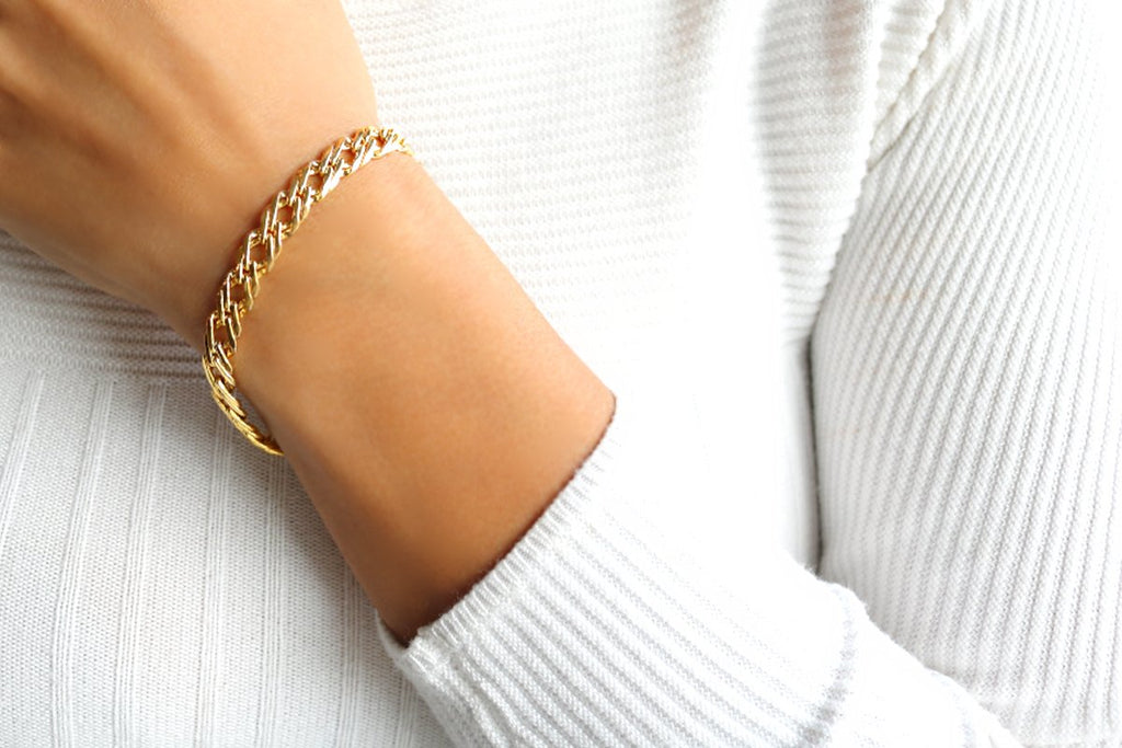 Camille Jewelry- Flat weave link gold chain bracelet with toggle bar. Ares Collection, Made in NYC. Free Shipping