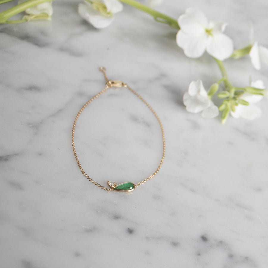 14K gold bracelet with teardrop shape in emerald and diamond | Camille Jewelry